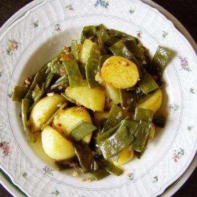 Breite Bohnen mit Kartoffeln spanische Art