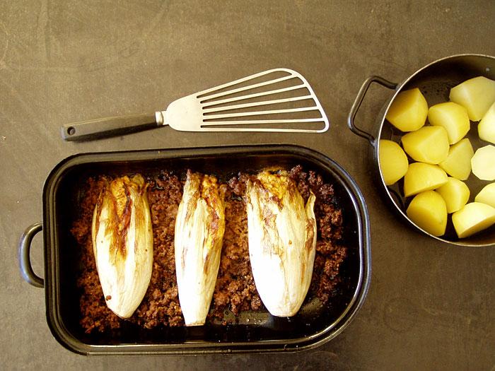 mit Kurkuma-Chili-Feta gefüllte Chicoree