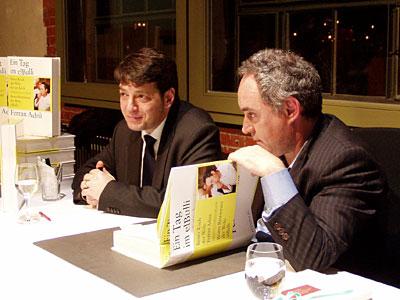 Ferran Adrià signiert sein Buch 'Ein Tag im elBulli'