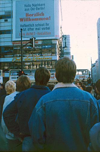 Willkommensgruß für Ostberliner am 10.11.1989 am Kudamm-Eck