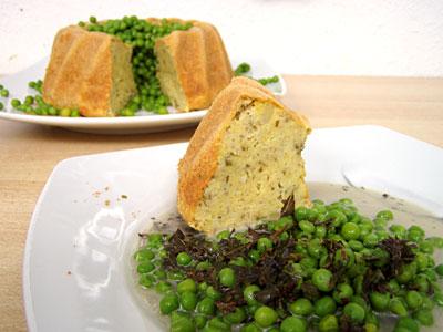 Kartoffel-Polenta-Minz-Soufflé mit Erbsen