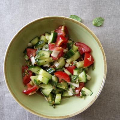 persischer Tomaten-Gurkensalat