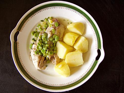 Schleie mit Puffbohnen und Zitronen-Estragon-Soße