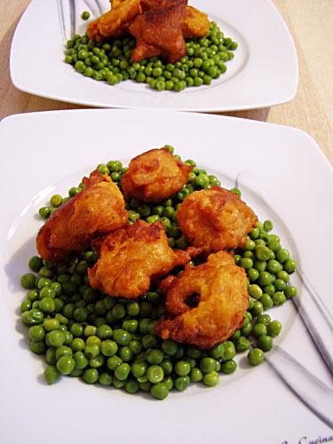 frittierte Süßkartoffelknödel mit einer fruchtigen Füllung aus Hühnerleber